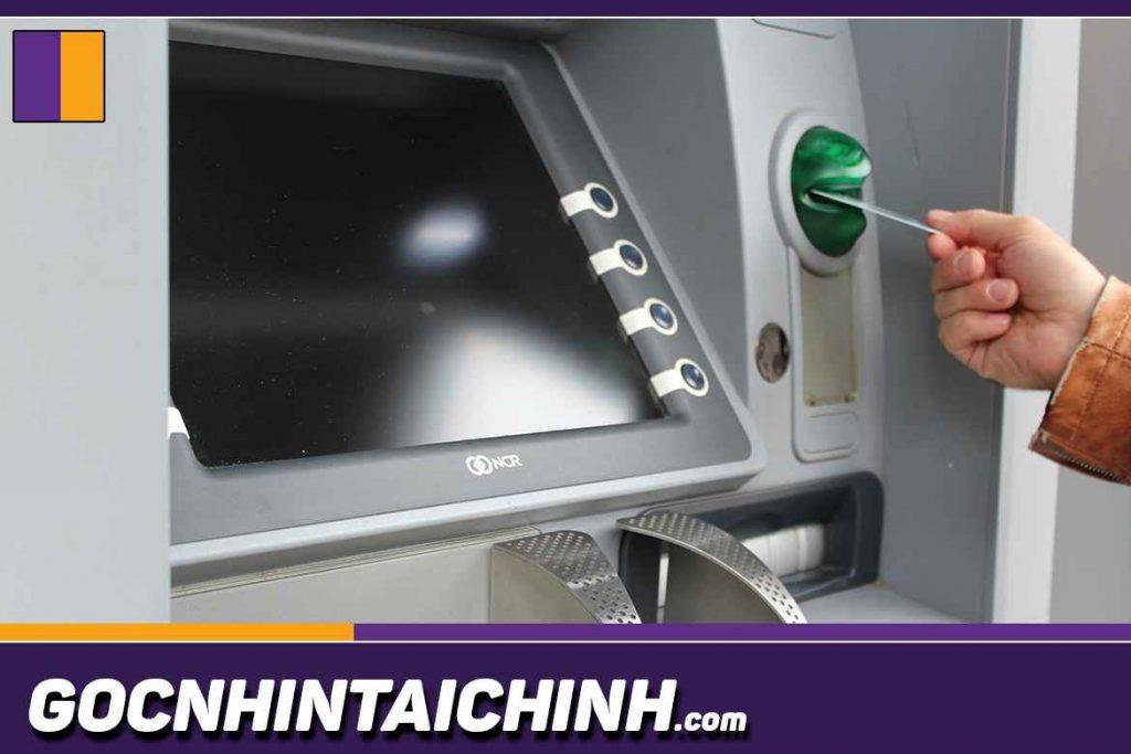 Thẻ ATM Techcombank có thể rút khác cây ATM ngân hàng khác không?