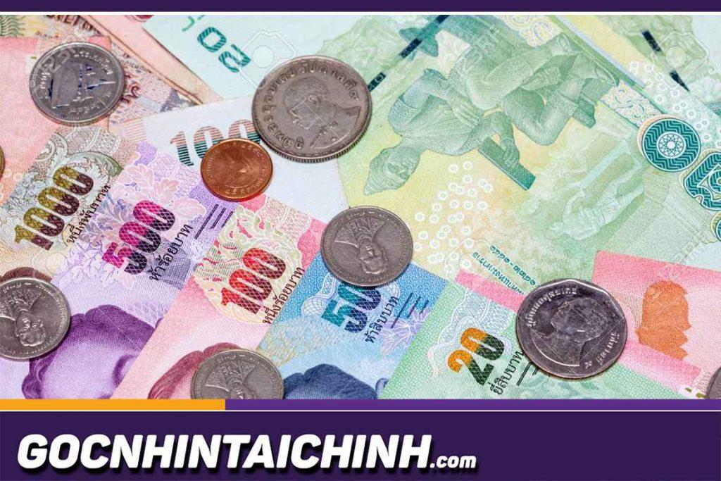 Tiền Bath hay Thái Bạt - THB là đơn vị tiền tệ lưu hành tại Thái. Ở đây, Bath Thái sử dụng cả tiền xu và tiền giấy, trong đó tiền xu cũng trở nên phổ biến trong các giao dịch sinh hoạt hàng ngày.