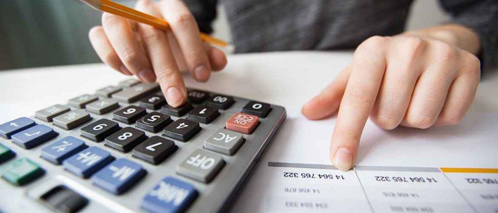 Tính toán số ngày chậm thanh toán.
